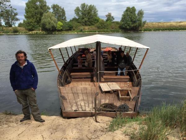 promenade en bateau traditionnel de loire avec les passeurs de loire à sigloy