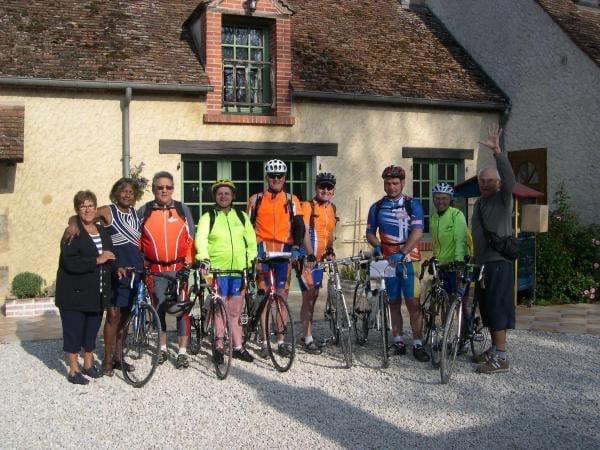 cyclistes sur le circuit de la Loire à vélo en étape à la maison d'hôtes de marie et laurent KOPP à germigny-des-prés