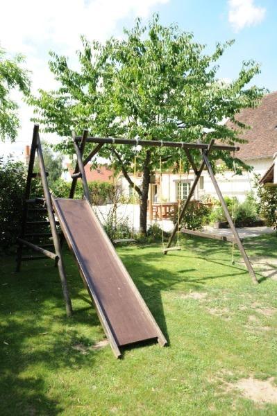 aire de jeu pour les enfants dans la maison d'hôtes de germigny-des-prés